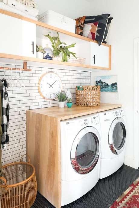 43. Área gourmet com lavanderia moderna – Foto Vintage Revivals