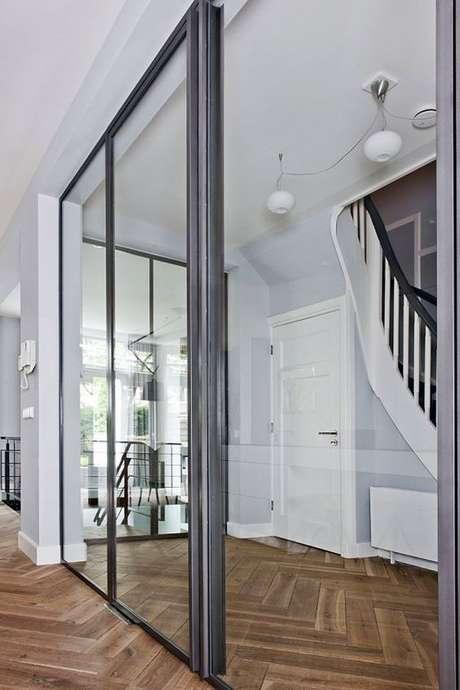 45. Porta de correr para sala de vidro e ferro – Foto WalHalla