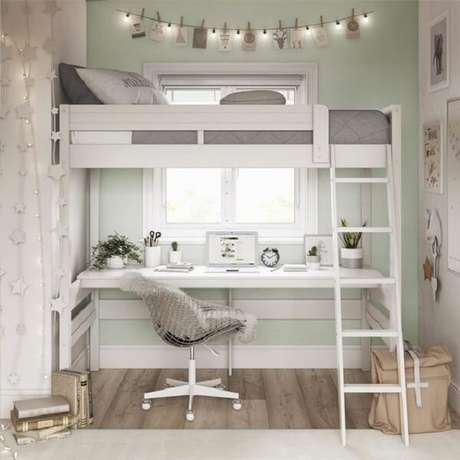 57. A cama solteiro mezanino permite a criação de uma área de estudo no dormitório pequeno. Fonte: Pinterest