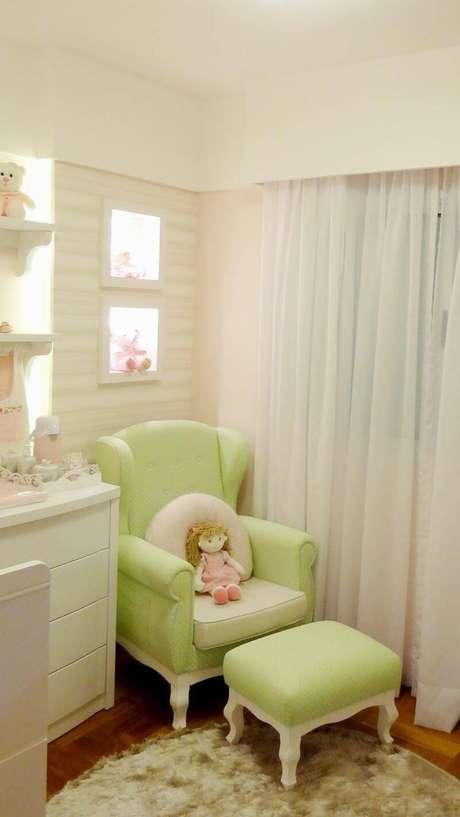 43. Os tons pasteis são muito eleitos para quartos de bebê. Projeto por Square Arquitetura.