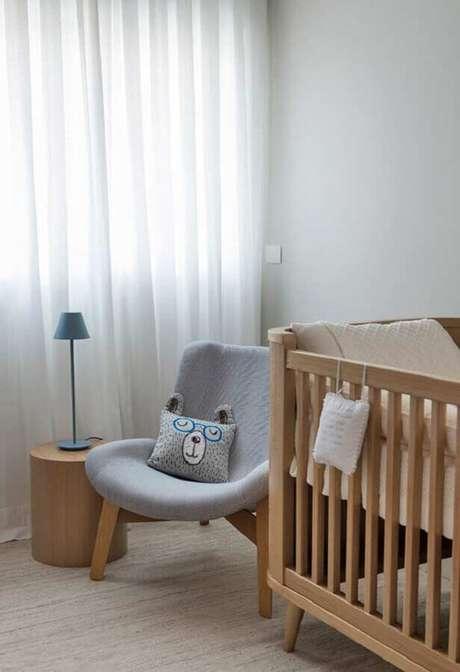 57 Decoração de quarto de bebê com poltrona de amamentação pequena cinza clara – Foto: Pinterest