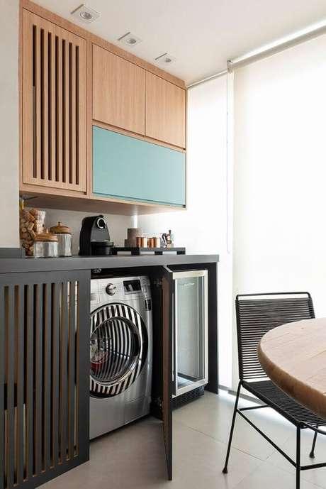28. Lavandeira simples dentro do armário planejado – Foto New Core