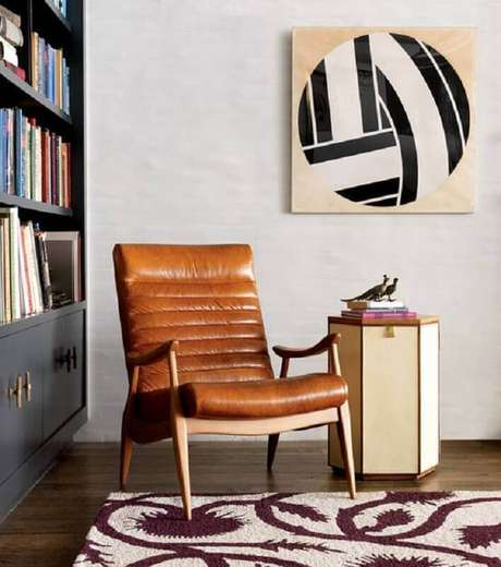 38. Poltrona de couro marrom para decoração de cantinho de leitura – Foto: Home Fashion Trend