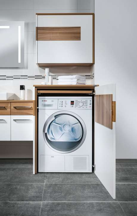 45. Área gourmet com lavanderia planejada branca – Foto Petermax