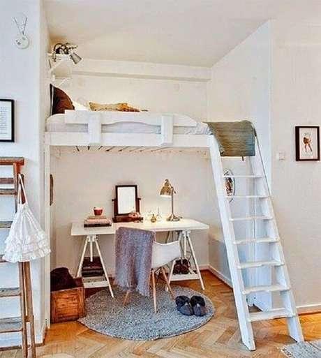 38. Cama mezanino suspensa feita em acabamento branco. Fonte: Pinterest
