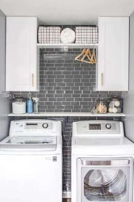 30. Modelo de armário para lavanderia na área gourmet – Foto Available Ideas