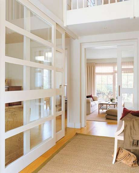 9. Sala com porta de correr de vidro – Foto El Mueble