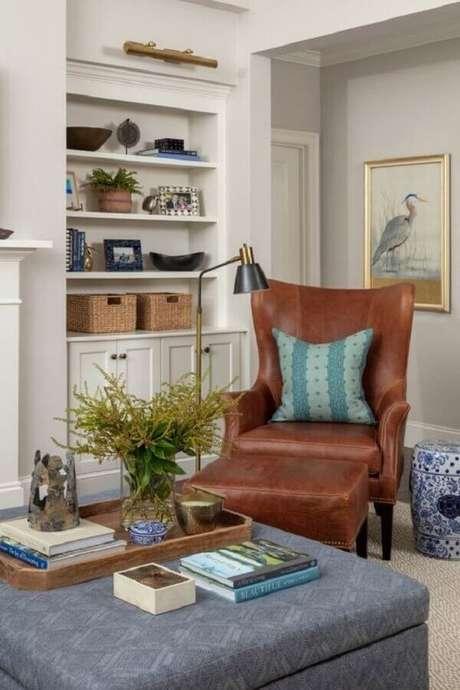 48. Poltrona marrom para decoração de sala de estar planejada – Foto: Home Fashion Trend