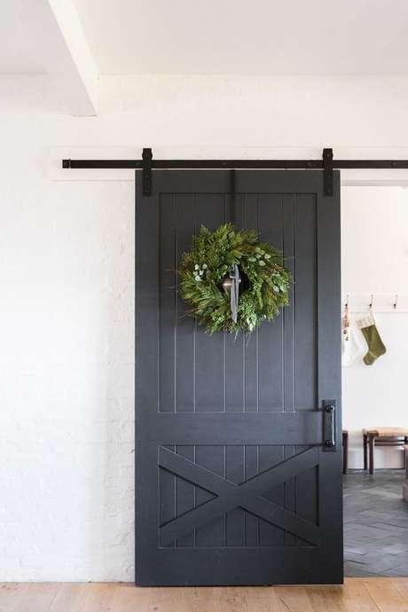 47. Porta de correr para sala decorada de natal – Foto The Tarnish DJ Wel Blog