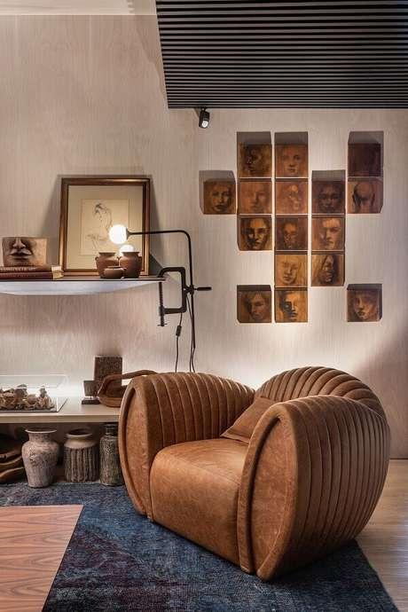 45. Poltrona marrom moderna para decoração de sala de estar – Foto: Casa de Valentina