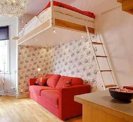 40. Cama mezanino suspensa com sofá embaixo. Fonte: Pinterest