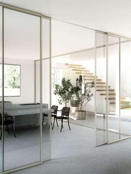 7. Decoração minimalista com porta de correr para sala de vidro – Foto ADL Official