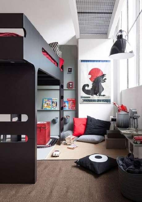 44. Aumente a área de brincadeiras incluindo uma cama solteiro mezanino no quarto das crianças. Fonte: Pinterest