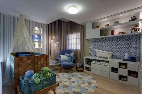 15. No quarto de menino, a poltrona de amamentação moderna pode ser uma ótima escolha. Projeto por Sueli Leite.