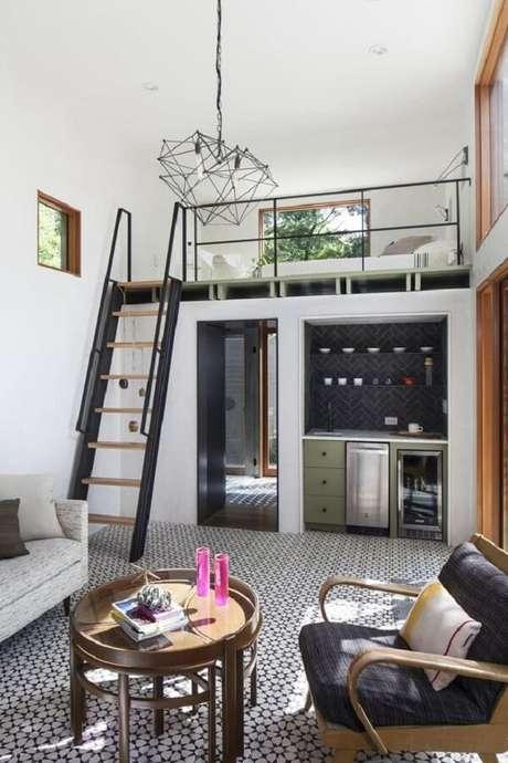 59. A cama no mezanino otimiza o espaço em casas pequenas. Fonte: Pinterest