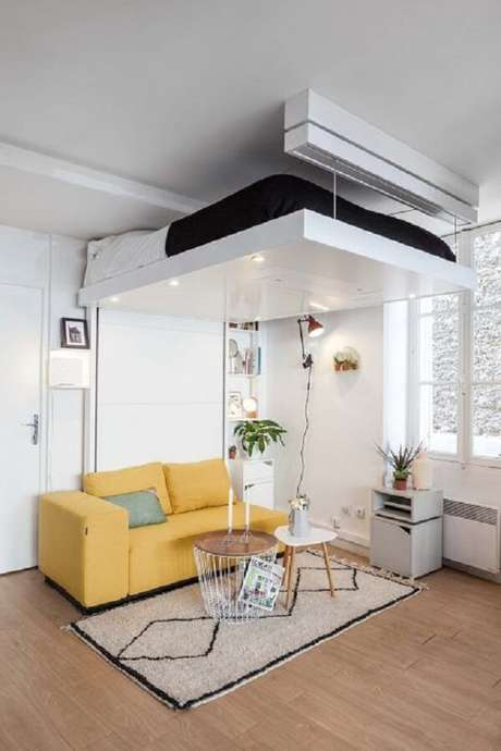 24. Modelo de cama suspensa mezanino que pode ser elevada até o teto quando não usada. Fonte: Pinterest