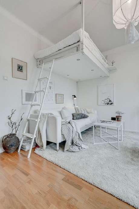 34. Decoração clean com cama suspensa mezanino. Fonte: Pinterest