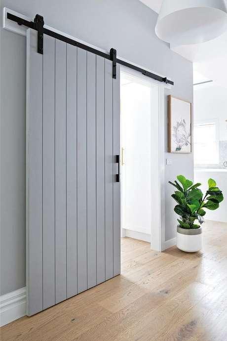 17. Decoração moderna com porta de correr para sala – Foto Bunnigns