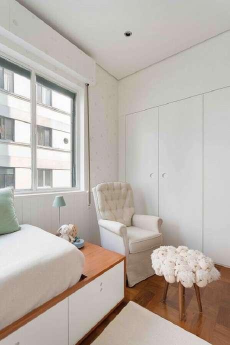 55. Poltrona de amamentação branca para decoração de quarto de bebê – Foto: Duas Arquitetura