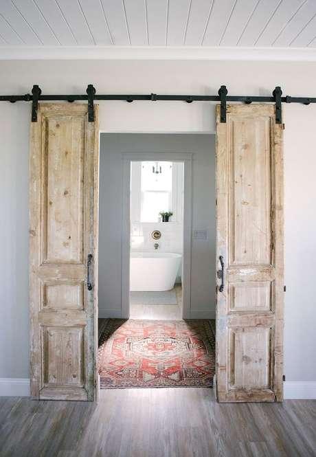 19. Decoração rústica com porta de correr para sala – Foto Pinterest