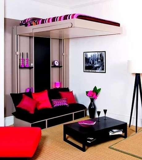 """43. Cama mezanino com sistema """"sobe e desce"""" que transforma a sala em um quarto. Fonte: Slingshat Design Home Interior"""