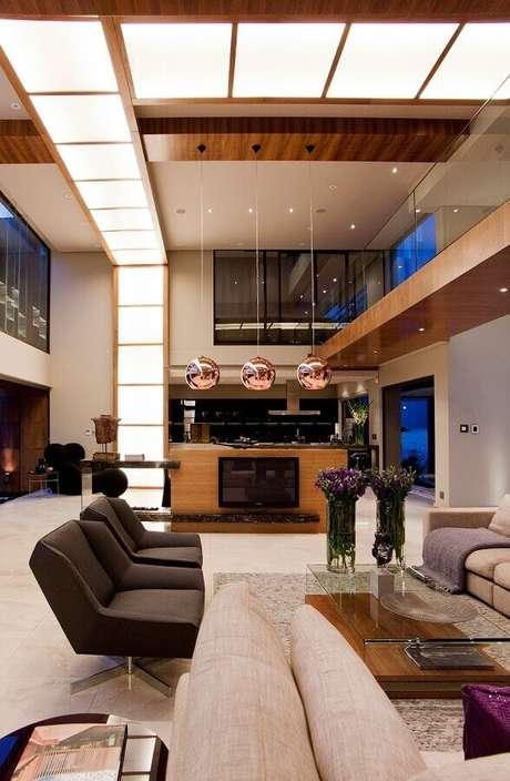 59. Decoração de sala sofisticada com poltrona marrom escuro moderna – Foto: My Fancy House