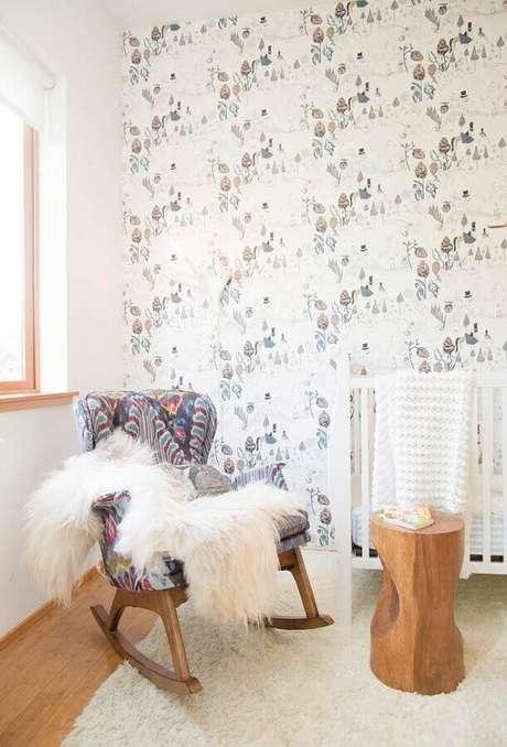 71. Poltrona de amamentação estampada para decoração de quarto de bebê – Foto: Houzz
