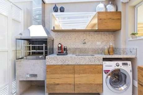 37. Área gourmet com lavandeira no canto – Foto Pinterest