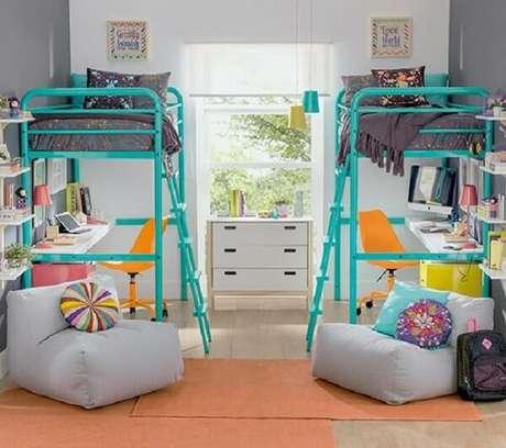 14. Quarto infantil compartilhado com cama mezanino colorida. Fonte: Pinterest