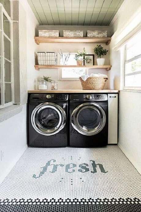 35. Área gourmet com lavanderia planejada – Foto Casa Tres Chic