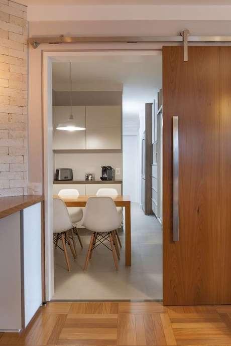 21. Porta de correr de madeira para sala de jantar moderna – Foto Pinterest
