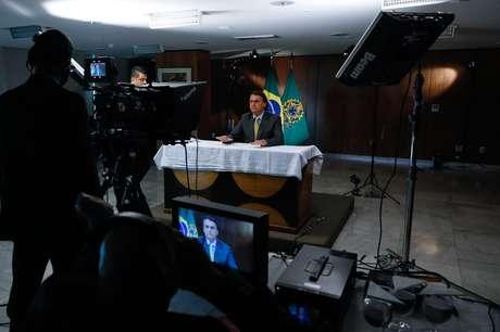 Bolsonaro gravou o pronunciamento horas antes de ir ao ar; presidente leu o texto em um teleprompter igual ao usado por apresentadores de telejornais