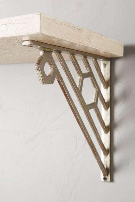 20. Mão francesa de ferro para prateleira de madeira – Foto Pinterest
