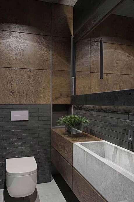 44. Revestimento de madeira e metro white preto para decoração de banheiro social moderno – Foto: Home Fashion Trend