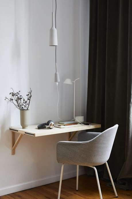 21. Mão francesa dobrável para mesa de escrivaninha – Foto Pinterest