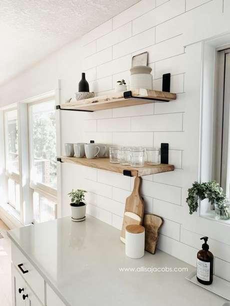 29. Mão francesa preta na decoração da cozinha – Foto Alissa Jacobs