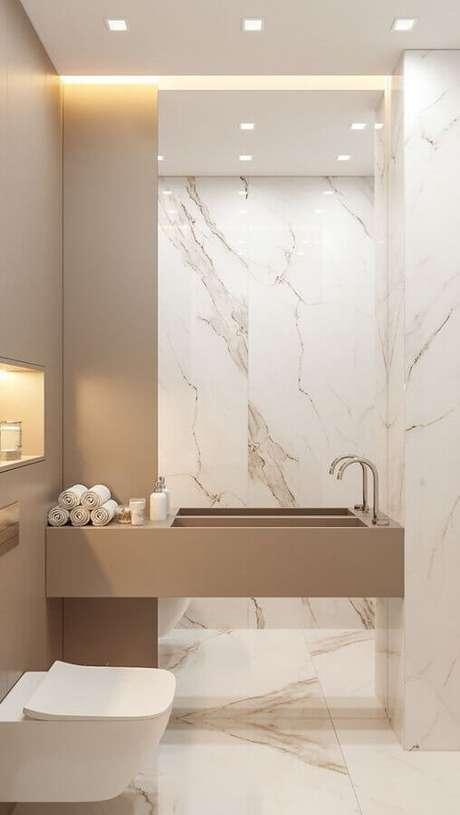 32. Decoração em cores neutras e claras para banheiro social pequeno – Foto: Behance