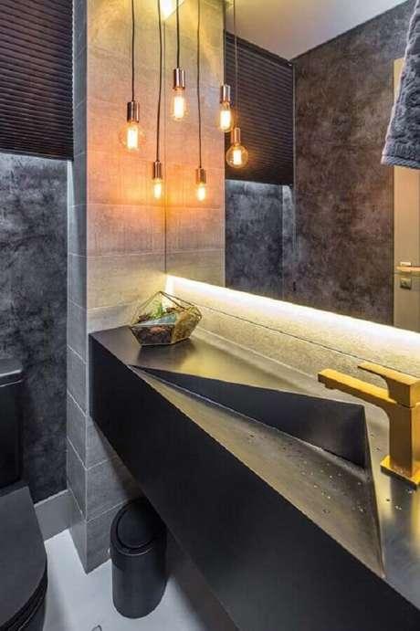 1. Bancada cinza com cuba esculpida para banheiro social moderno com detalhes em dourado – Foto: Home Fashion Trend