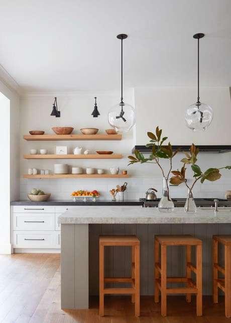 44. Cozinha com prateleira e mão francesa – Foto Pouted