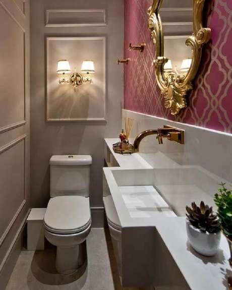 16. Espelho vintage para decoração de banheiro social pequeno e clássico – Foto: Pinterest