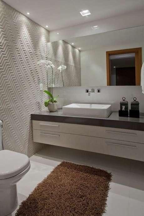 31. Decoração de banheiro social planejado com revestimento 3d – Foto: Pinterest