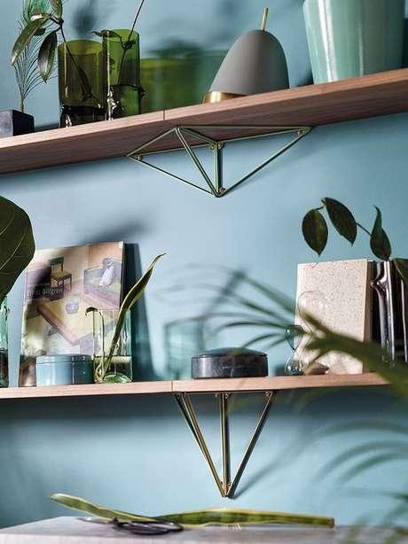 37. Prateleira com mão francesa decorativa – Foto Finnish Design Shop