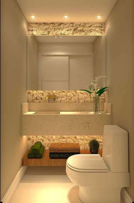 21. Decoração em cores claras com revestimento rústico para banheiro social pequeno – Foto: Pinterest