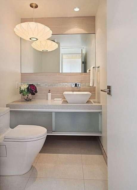 43. Luminária pendente para decoração de banheiro social planejado – Foto: Houzz