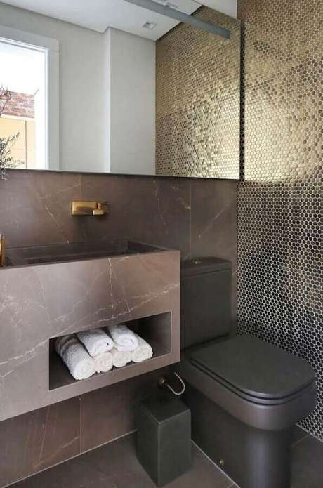 60. Tons de cinza para decoração de banheiro social com pastilha preta – Foto: Pinterest