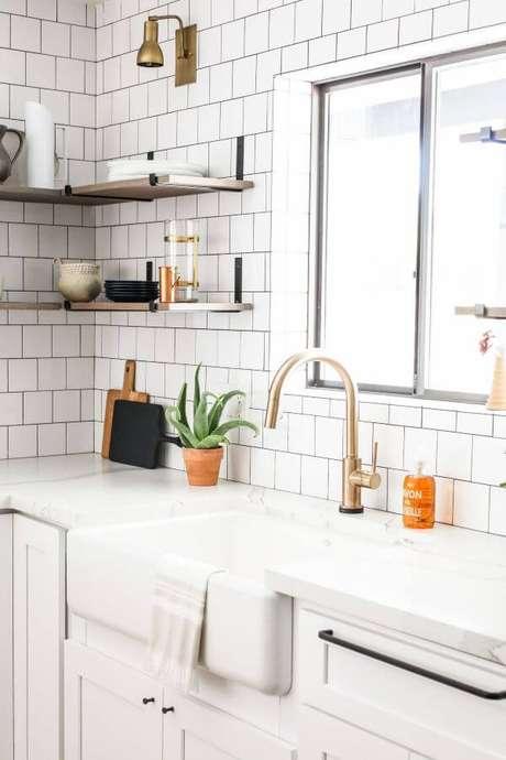 7. Cozinha moderna com mão francesa preta – Foto Domino