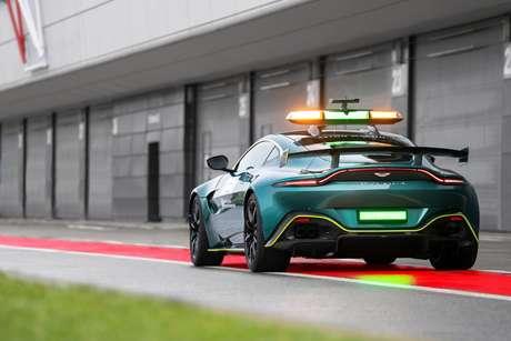 Aston Martin Vantage tem 535 cavalos de potência.