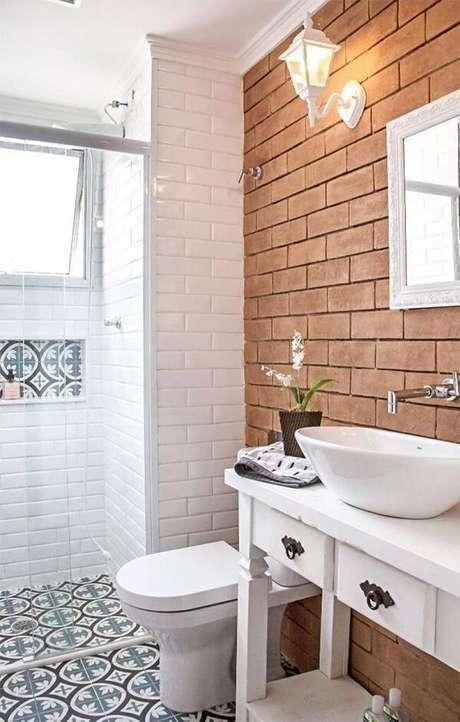 4. Banheiro com papel de parede rustico – Foto RevistaVD