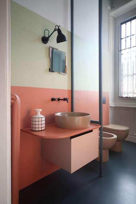 14. Banheiro cor coral e verde claro – Foto Casa Claudia