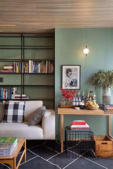 54. Parede verde oliva para decoração de sala de estar moderna – Foto: Conexão Décor